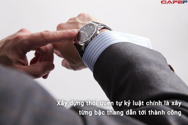 Ông trùm Foxcoon Đài Loan: Từ thói quen không bao giờ cho con ngủ đẫy giấc đến bài học tự ràng buộc bản thân ngay từ những nơi người khác không thể thấy - Ảnh 2.