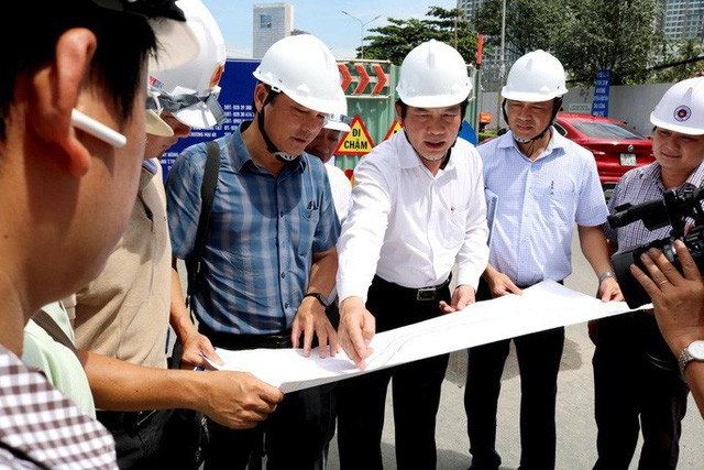 Bắt đầu giải cứu rốn ngập Nguyễn Hữu Cảnh - Ảnh 3.
