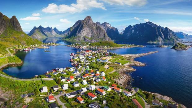 Những vùng đất đẹp như thiên đường ở châu Âu ít người biết tới - Ảnh 2.