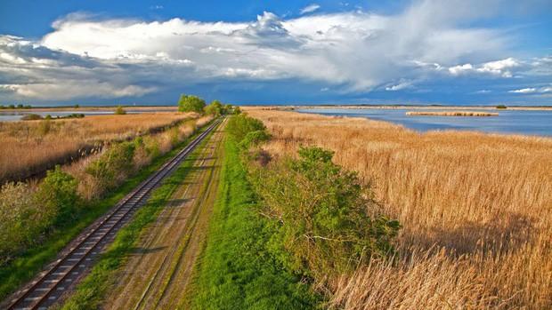 Những vùng đất đẹp như thiên đường ở châu Âu ít người biết tới - Ảnh 14.