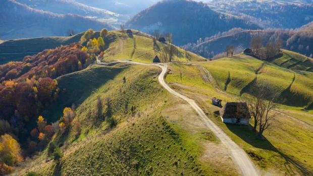 Những vùng đất đẹp như thiên đường ở châu Âu ít người biết tới - Ảnh 8.