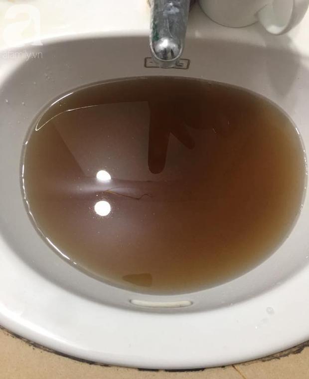 Kinh hãi nước sinh hoạt đen như cống ở chung cư Hà Nội: Người dân bị đau mắt, dị ứng không dám sử dụng - Ảnh 9.