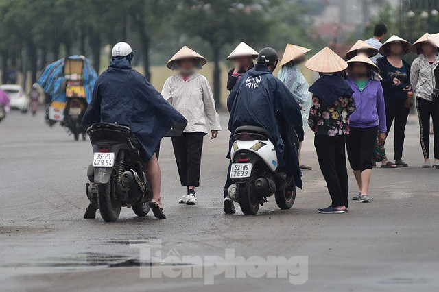 việt nam - malaysia - photo 6 1570542017989254450721 - Hai ngày trước trận Việt Nam – Malaysia: Sốt vé xình xịch giữa trời mưa