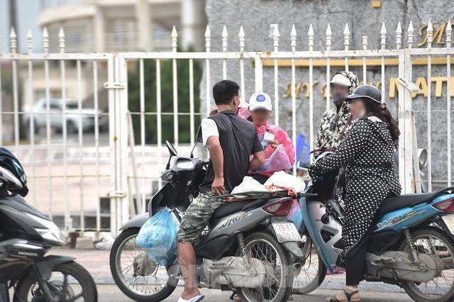 việt nam - malaysia - photo 7 1570542017990959646854 - Hai ngày trước trận Việt Nam – Malaysia: Sốt vé xình xịch giữa trời mưa
