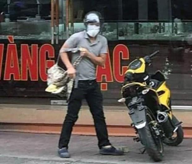 Gã thanh niên nổ súng cướp tiệm vàng ở Quảng Ninh sớm bị công an tìm ra danh tính vì đánh rơi điện thoại tại hiện trường - Ảnh 1.