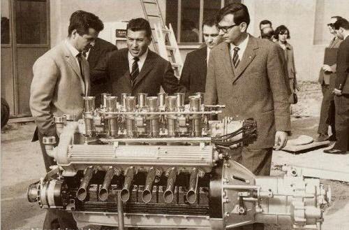 [Bài CN] Bị nhà sáng lập Ferrari 'cà khịa' rằng cả đời chỉ lái được máy kéo, người đàn ông tạo ra siêu xe đầu tiên trên thế giới, mở công ty là đối thủ khiến Ferrari phải dè chừng - Ảnh 2.