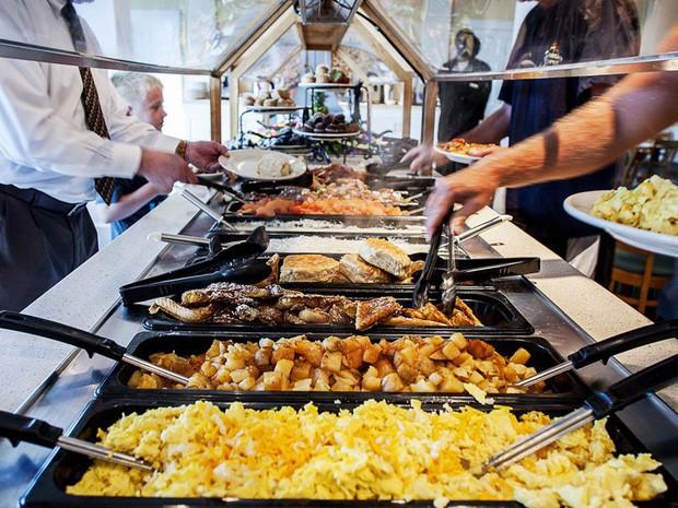 - photo 1 1572578634722638001792 - Tại sao các khách sạn thường phục vụ bữa sáng buffet miễn phí cho khách? Như vậy là họ lỗ hay lời?