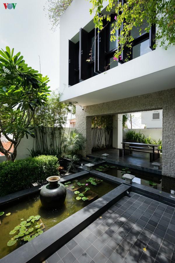 Ngôi nhà mang âm hưởng Huế giữa Sài Gòn - Ảnh 3.