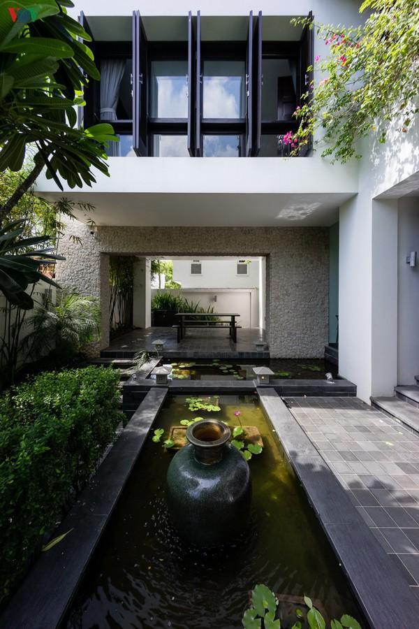Ngôi nhà mang âm hưởng Huế giữa Sài Gòn - Ảnh 4.