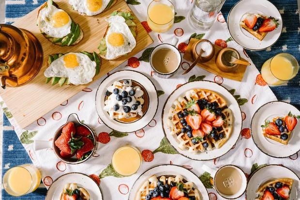 - photo 4 15725786347321089590412 - Tại sao các khách sạn thường phục vụ bữa sáng buffet miễn phí cho khách? Như vậy là họ lỗ hay lời?