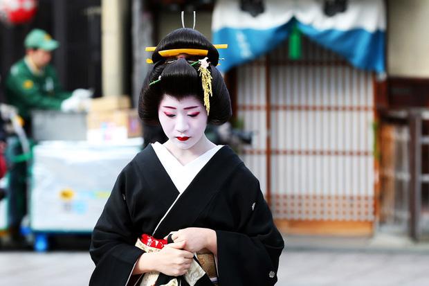 Mặt trái trong văn hóa kiên trì nổi tiếng của người Nhật: Từ một chữ Nhẫn, tích tụ mãi cũng đến lúc vỡ bờ - Ảnh 7.