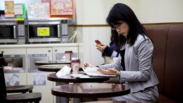 Mặt trái trong văn hóa kiên trì nổi tiếng của người Nhật: Từ một chữ Nhẫn, tích tụ mãi cũng đến lúc vỡ bờ - Ảnh 11.