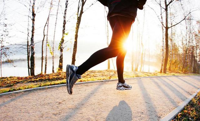 Chạy bộ 10km mỗi ngày, cuộc sống của tôi hoàn toàn thay đổi: Minh mẫn, sáng tạo và thành công hơn! - Ảnh 2.