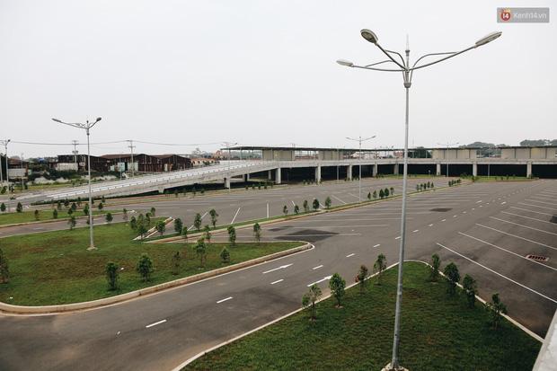 Bến xe Miền Đông mới trị giá 4.000 tỉ đồng đã hoàn thành nhưng vẫn án binh bất động, cỏ dại phủ kín xung quanh - Ảnh 18.
