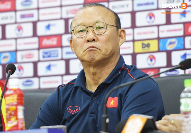 Họp báo trước trận Việt Nam vs UAE - Vòng loại World Cup 2022: Đội khách gặp sự cố vì tắc đường, đánh giá Việt Nam cao hơn Thái Lan - Ảnh 1.