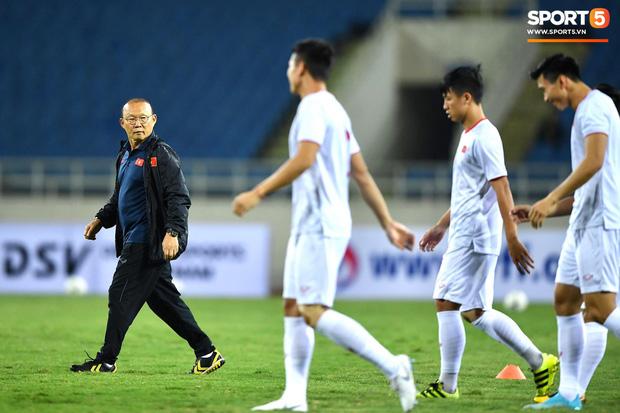 Báo Hàn Quốc: UAE đang run rẩy, Việt Nam cần nắm lấy cơ hội để làm nên lịch sử - Ảnh 1.