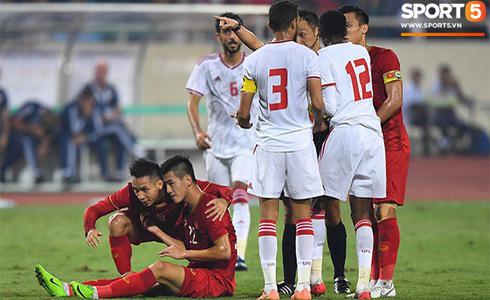 Tiến Linh lập siêu phẩm, tuyển Việt Nam hạ gục UAE để chiếm ngôi đầu bảng từ tay Thái Lan - Ảnh 14.