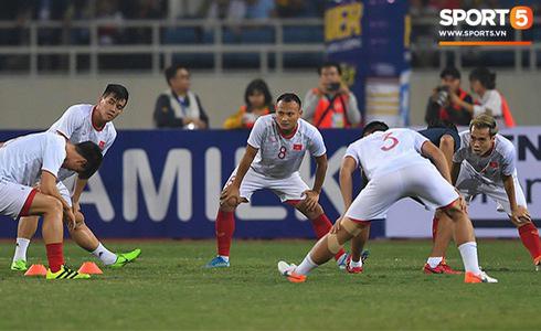Tiến Linh lập siêu phẩm, tuyển Việt Nam hạ gục UAE để chiếm ngôi đầu bảng từ tay Thái Lan - Ảnh 34.