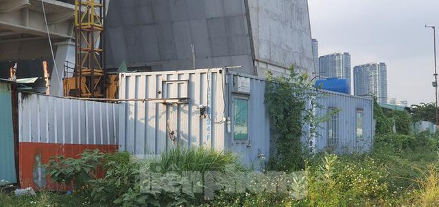 Cận cảnh tòa nhà triển lãm 800 tỷ xây dựng dang dở ở Thủ Thiêm  - Ảnh 8.