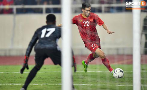 Tiến Linh lập siêu phẩm, tuyển Việt Nam hạ gục UAE để chiếm ngôi đầu bảng từ tay Thái Lan - Ảnh 8.
