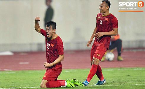 Tiến Linh lập siêu phẩm, tuyển Việt Nam hạ gục UAE để chiếm ngôi đầu bảng từ tay Thái Lan - Ảnh 10.