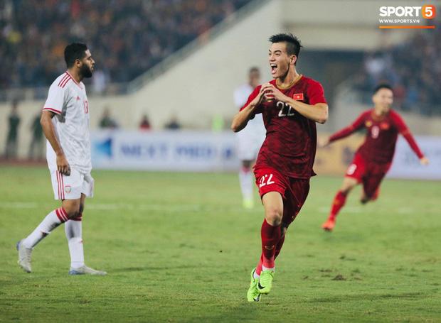 Nhận câu hỏi về tuyển Thái Lan, HLV Park Hang-seo cho rằng CĐV Việt Nam vừa yêu bóng đá, vừa tham lam - Ảnh 2.