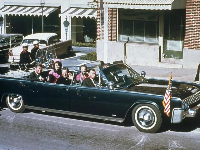 """Vụ ám sát tổng thống Kennedy đã """"cách mạng hóa"""" những chiếc xe chuyên chở các Tổng thống như thế nào? - Ảnh 1."""