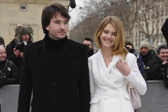 Chuyện cổ tích của cô gái bán hàng rong cưa đổ thái tử Louis Vuitton: Một tay nuôi mẹ và em gái khuyết tật, ly hôn xong lại hiên ngang làm dâu tỷ phú giàu nhất nước Pháp  - Ảnh 3.