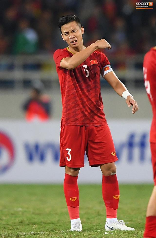 """Quế Ngọc Hải nói về chiếc băng đội trưởng thêu cờ Tổ quốc: """"Tôi muốn mang biểu tượng của dân tộc trên sân khi quyết đấu Thái Lan"""" - Ảnh 1."""