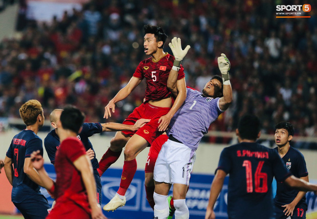 Cựu trọng tài nổi tiếng nước Anh, từng bắt 2 kỳ World Cup nói Việt Nam mất oan bàn thắng - Ảnh 1.