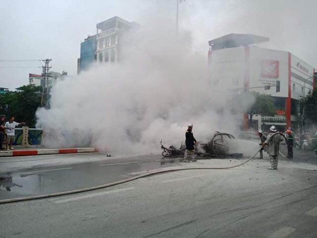 Xe sang Mercedes cháy rụi sau khi vượt đèn đỏ, một người chết - Ảnh 15.