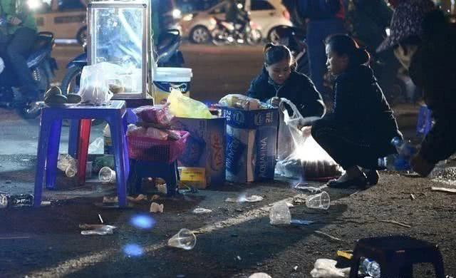 Báo Trung Quốc phát tán hình ảnh không đẹp ở Việt Nam sau trận gặp Thái Lan - Ảnh 3.