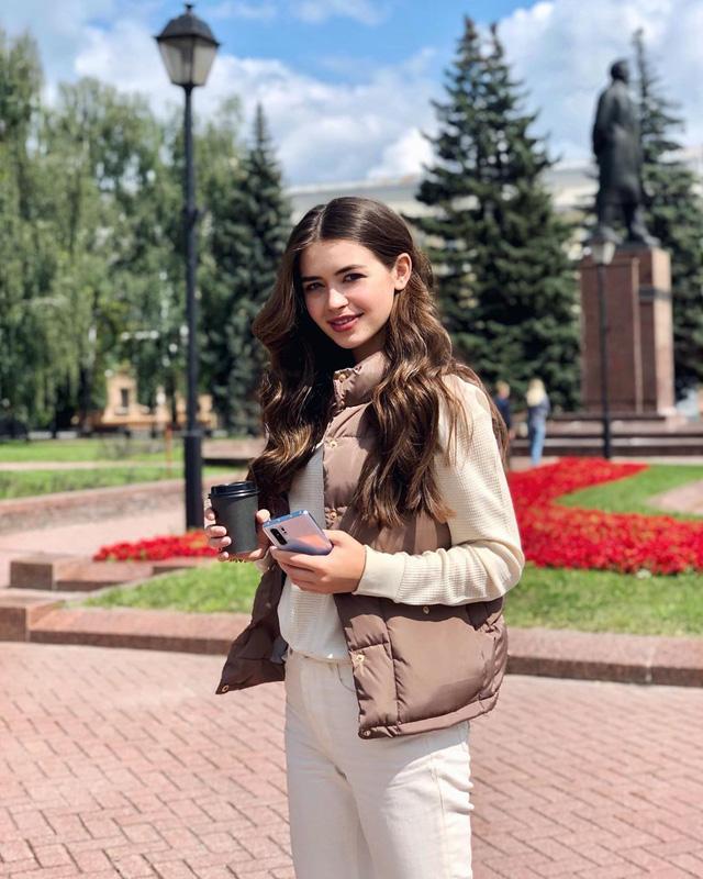 Nhan sắc đỉnh cao của nữ nghị sĩ trẻ nhất quốc hội Belarus: Từng lọt vào top 5 Miss World 2018, đã đẹp lại có thành tích học tập khủng! - Ảnh 6.
