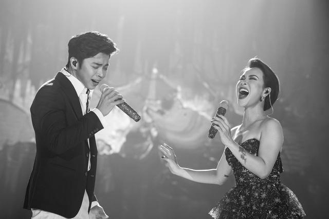 """Uyên Linh: """"Sau 10 năm đi hát, tôi tự hào vì mình chỉ sống bằng mỗi việc cầm mic"""" - Ảnh 6."""