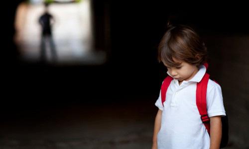 Bị tẩy chay và cô độc trong lớp học, cậu học sinh bí mật làm 1 việc khiến cả lớp ngỡ ngàng - Ảnh 1.