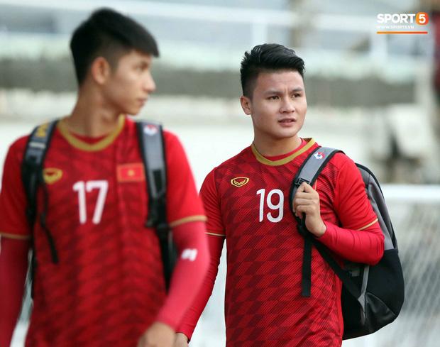 HLV Park Hang-seo lý giải vì sao không tuyển thủ U22 Việt Nam nào dám kế thừa số 10 sau Công Phượng - Ảnh 1.