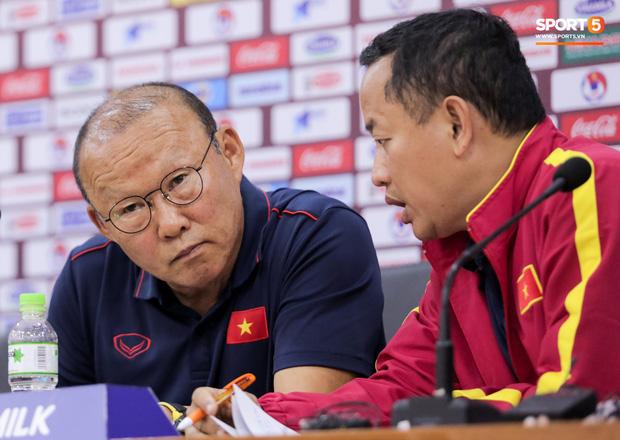 HLV Park Hang-seo lý giải vì sao không tuyển thủ U22 Việt Nam nào dám kế thừa số 10 sau Công Phượng - Ảnh 2.