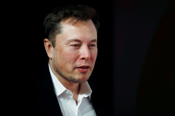 Không phải vô tình kính Cybertruck 'toang', Tesla bắt đặt cọc 100 USD và không chi tiền quảng cáo: Tất cả đều thuộc tính toán của Elon Musk, giúp thu về 250.000 đơn đặt hàng dễ như ăn kẹo! - Ảnh 2.