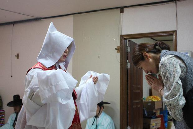 Pháp sư Shaman: Bất chấp sự phản đối kịch liệt thuở xưa để trở thành tín ngưỡng ăn sâu vào mọi mặt đời sống Hàn Quốc - Ảnh 1.