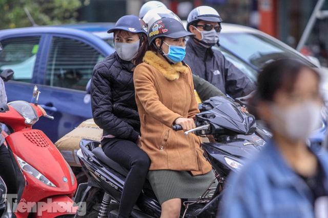 Hà Nội đón không khí lạnh: Đã nghe rét mướt luồn trong gió - Ảnh 4.