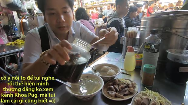Cố tình chui vào một góc tối thui ở chợ Đài Loan để ăn, Khoa Pug vẫn xanh mặt vì đụng độ anti-fan: Ngồi đây run quá, sợ bị đánh! - Ảnh 4.