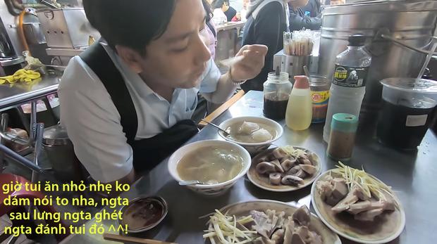Cố tình chui vào một góc tối thui ở chợ Đài Loan để ăn, Khoa Pug vẫn xanh mặt vì đụng độ anti-fan: Ngồi đây run quá, sợ bị đánh! - Ảnh 7.