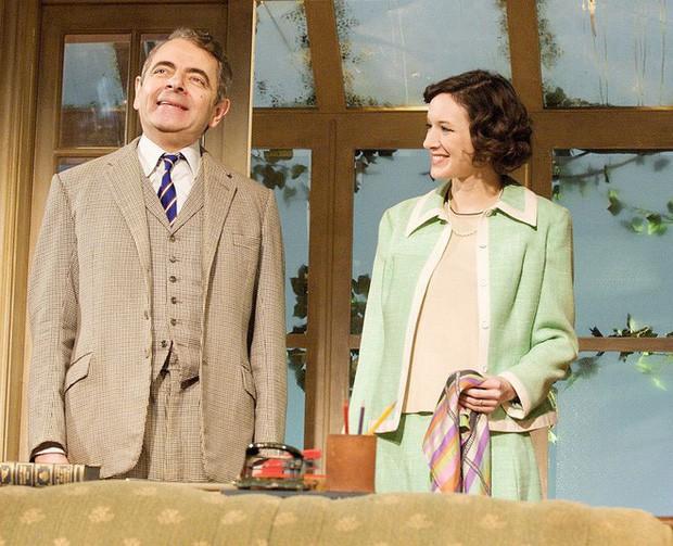 Mr Bean: Phản bội vợ theo tình trẻ đáng tuổi con, hết thời, già nua ở tuổi U70 - Ảnh 2.