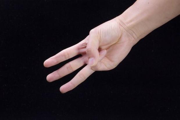 Chỉ với 3 ngón tay, bạn có thể tự kiểm tra xem mình đang có nguy cơ mắc ung thư vòm họng hay không - Ảnh 2.
