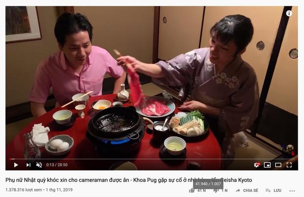 Sự cố mới của Khoa Pug, khiến phụ nữ Nhật quỳ khóc xin cho cameraman được ăn: Hot Youtuber hứng gạch chỉ trích  - Ảnh 2.
