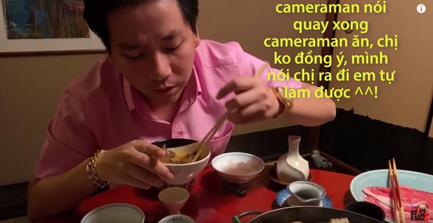 Sự cố mới của Khoa Pug, khiến phụ nữ Nhật quỳ khóc xin cho cameraman được ăn: Hot Youtuber hứng gạch chỉ trích  - Ảnh 5.