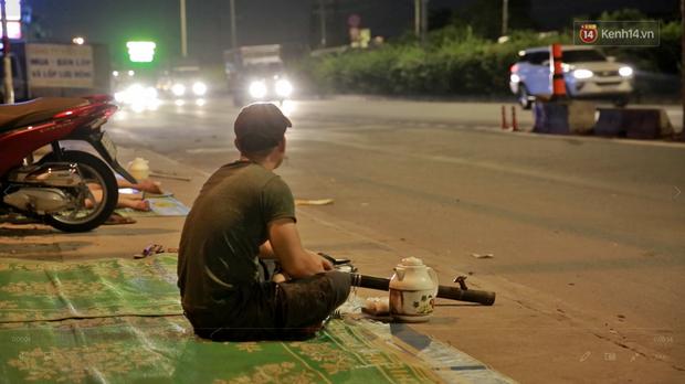 Cuộc sống màn trời chiếu đất của những người hành nghề giác hơi ở Sài Gòn - Ảnh 2.