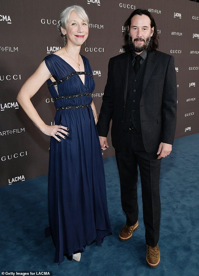 Tin vui nhất Hollywood hôm nay: Sau nhiều thập kỷ đơn độc, ngôi sao tử tế nhất hành tinh Keanu Reeves đã chính thức công khai bạn gái ở tuổi 55 - Ảnh 1.