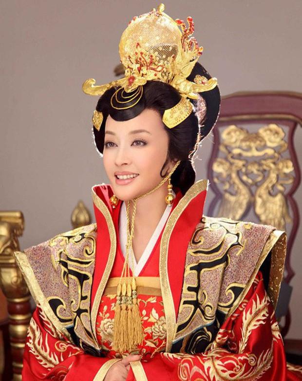 Võ Tắc Thiên Lưu Hiểu Khánh: Tỷ phú nức tiếng, 4 đời chồng, yêu trai trẻ nhưng không con cái - Ảnh 2.