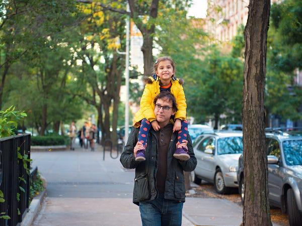 Giáo sư ĐH Harvard: Cha mẹ cứ làm tốt 8 vai trò này, con thành công là điều tất yếu - Ảnh 5.